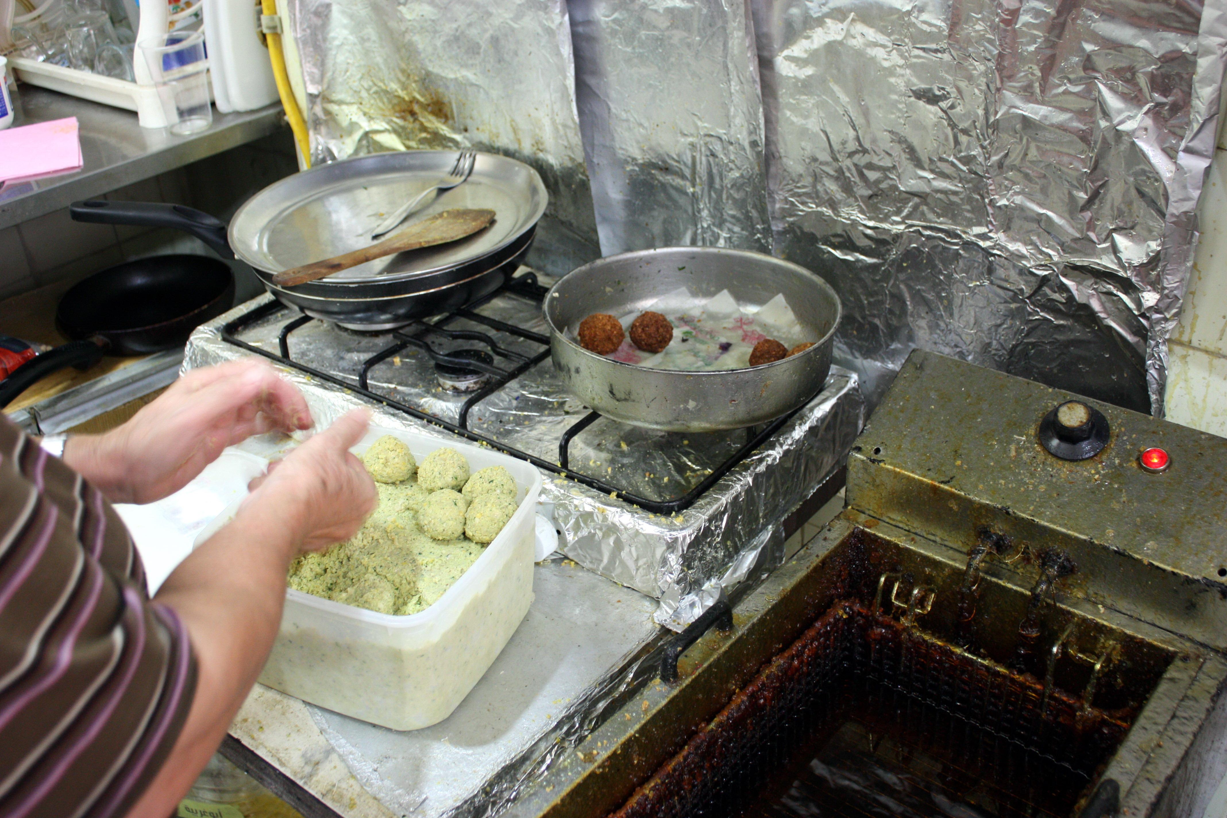 Preparing falafel 1709.JPG
