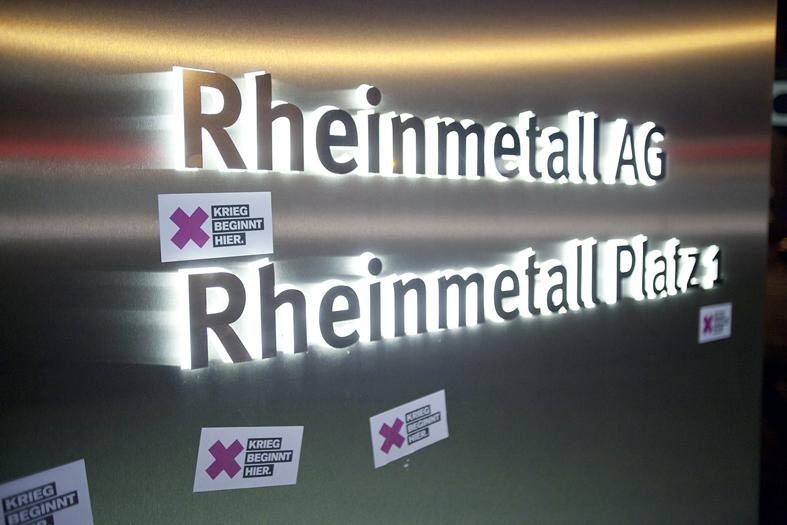 File:Protest gegen Panzerbau bei Rheinmetall (8124551668).jpg