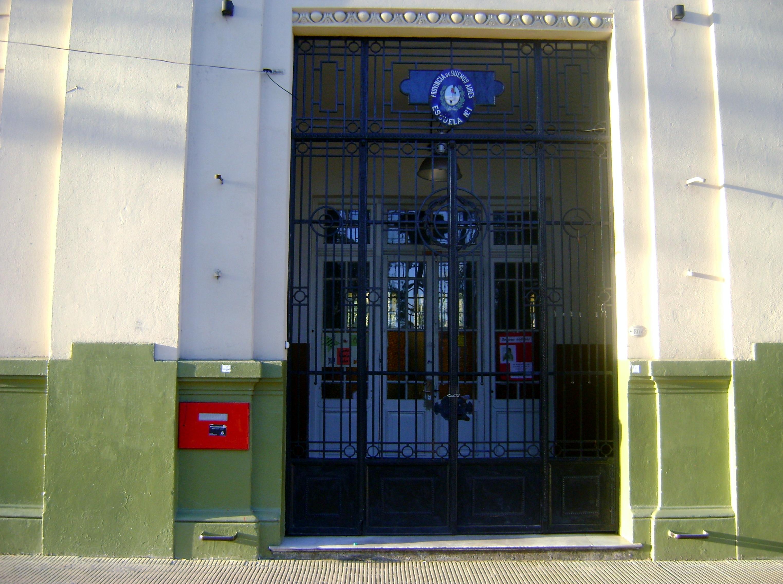 File puerta de la escuela n 1 gral jose de san martin for Puerta 3 de san marcos