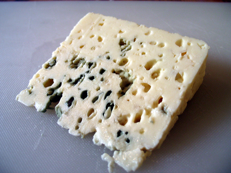 http://upload.wikimedia.org/wikipedia/commons/7/7c/Roquefort.jpg