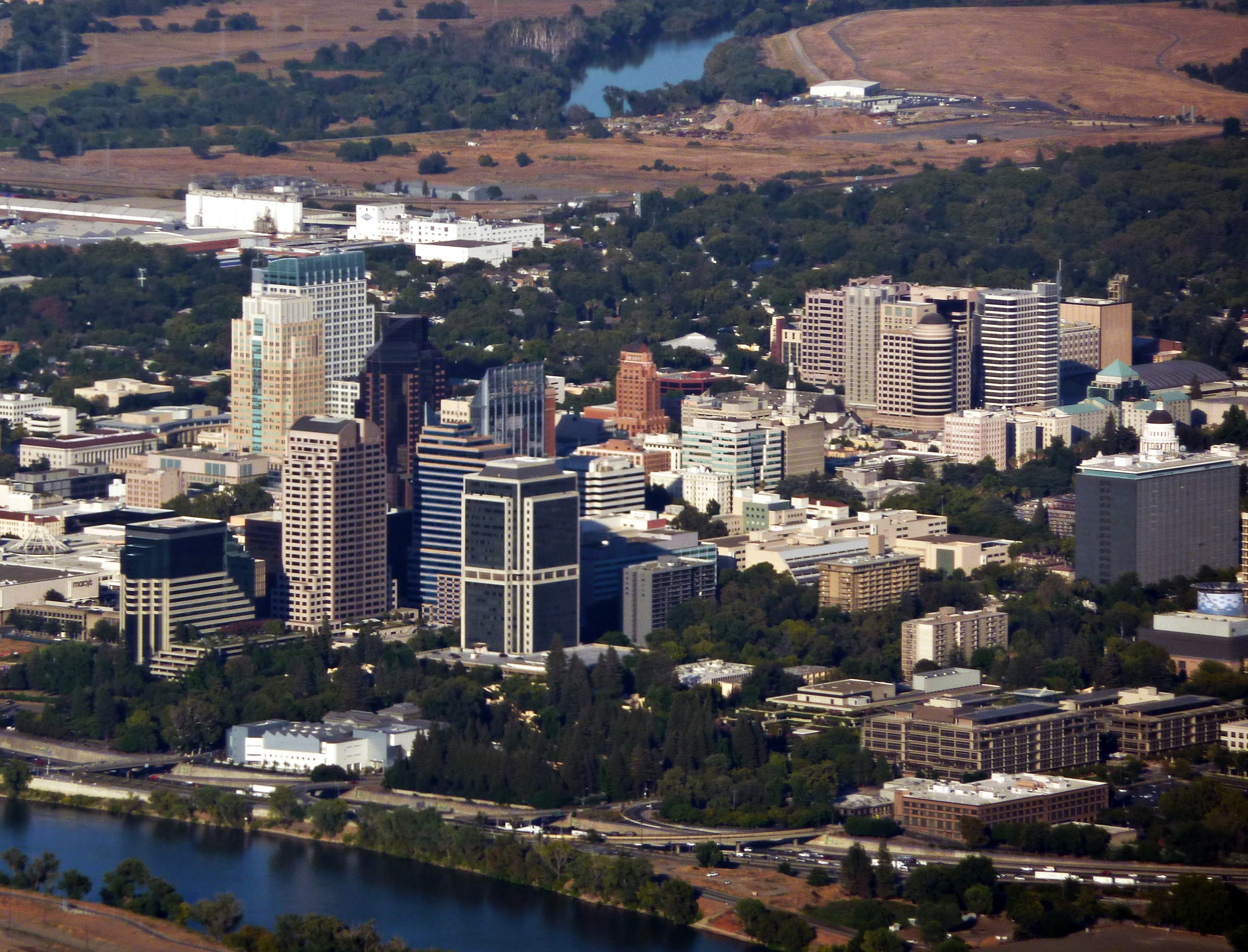 Th the largest city in california - File Sacramento Skyline 2 Jpg