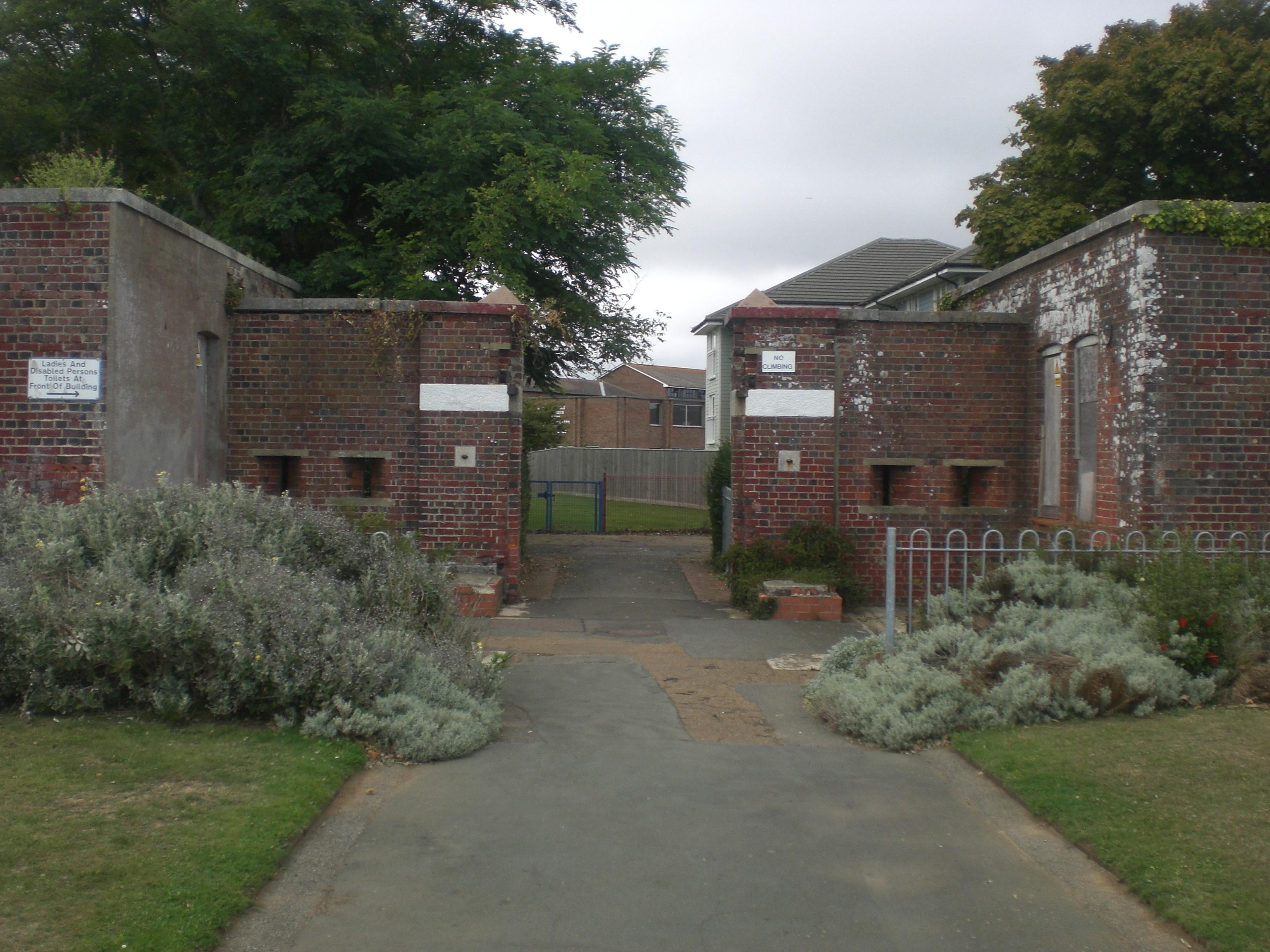 FileSandown Barrack Battery garden entranceJPG Wikimedia Commons