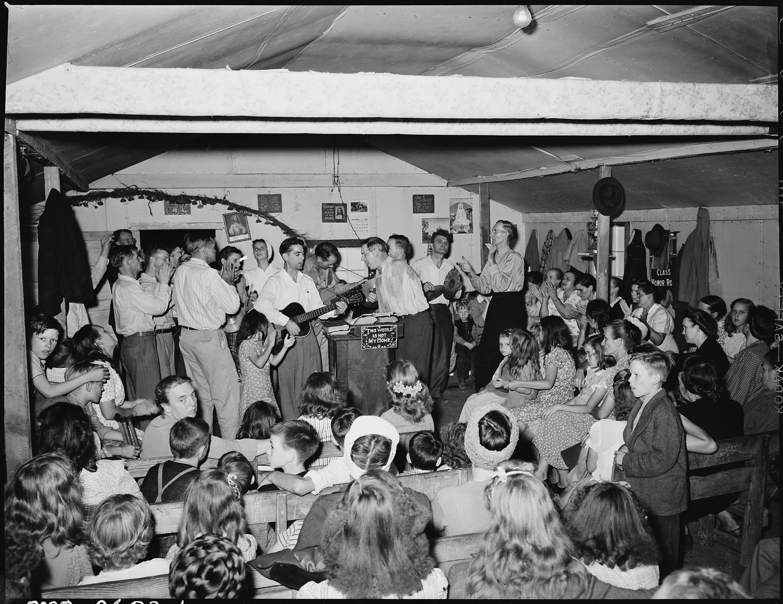 ervicesattheentecostalhurchofodinejunior,entucky,1946