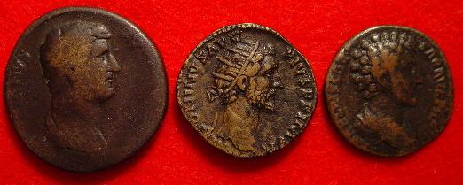 哈德良的 Sestertius 幣, 安敦寧·畢尤的 dupondius 幣,和奧列里烏斯的阿斯幣