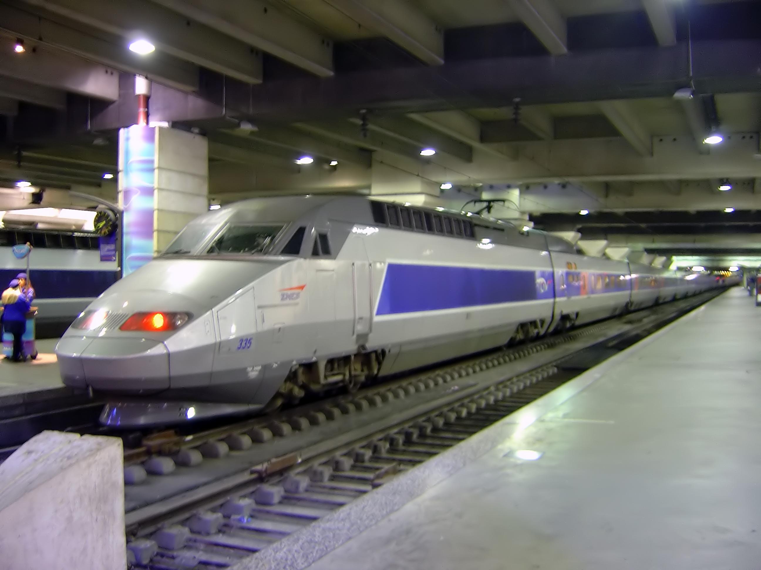file tgv train inside gare montparnasse. Black Bedroom Furniture Sets. Home Design Ideas