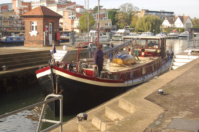 The 'Angelus' enters Teddington Lock - geograph.org.uk - 1021416