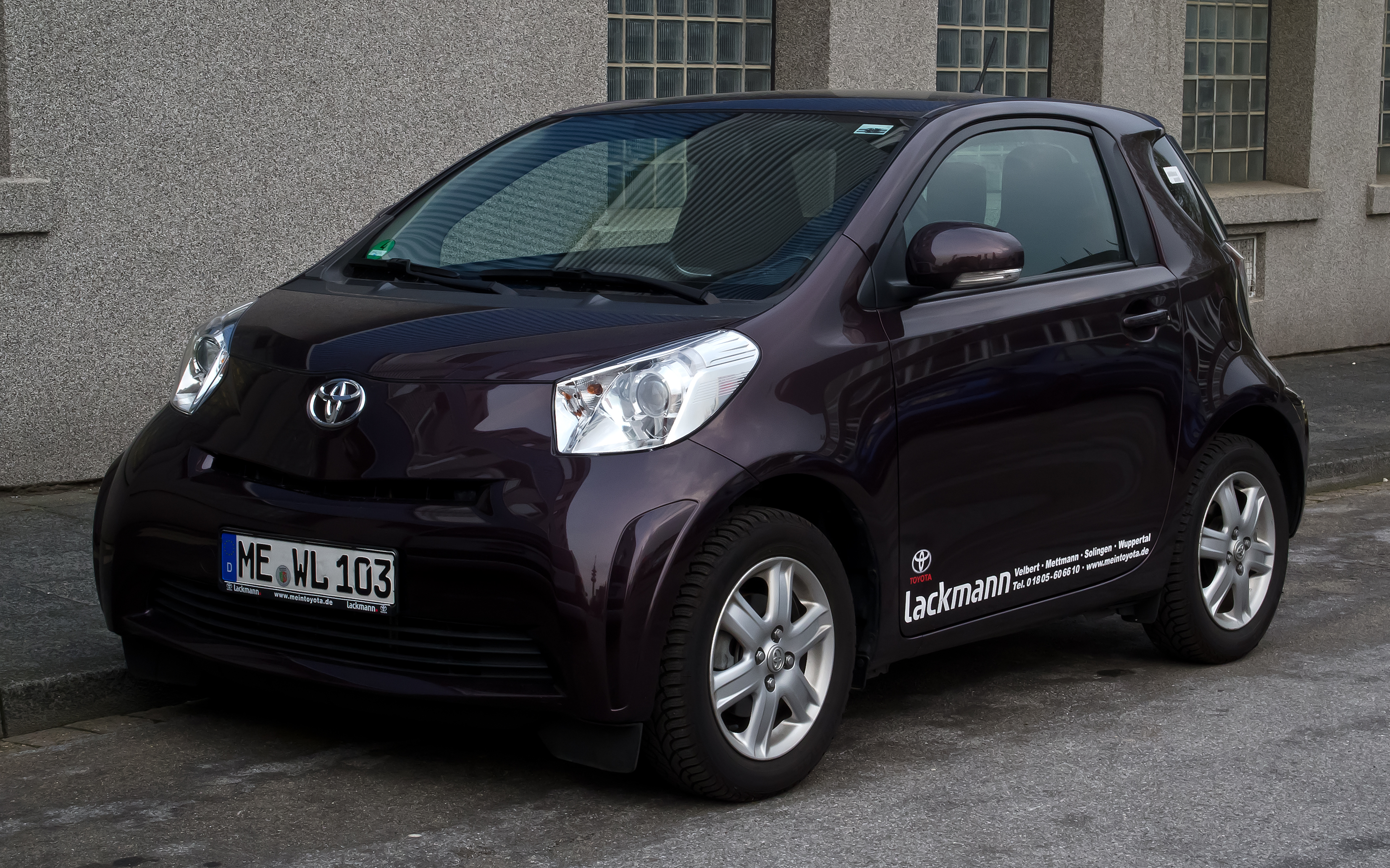 file toyota iq 1 0 frontansicht 3 april 2012 wikimedia commons. Black Bedroom Furniture Sets. Home Design Ideas