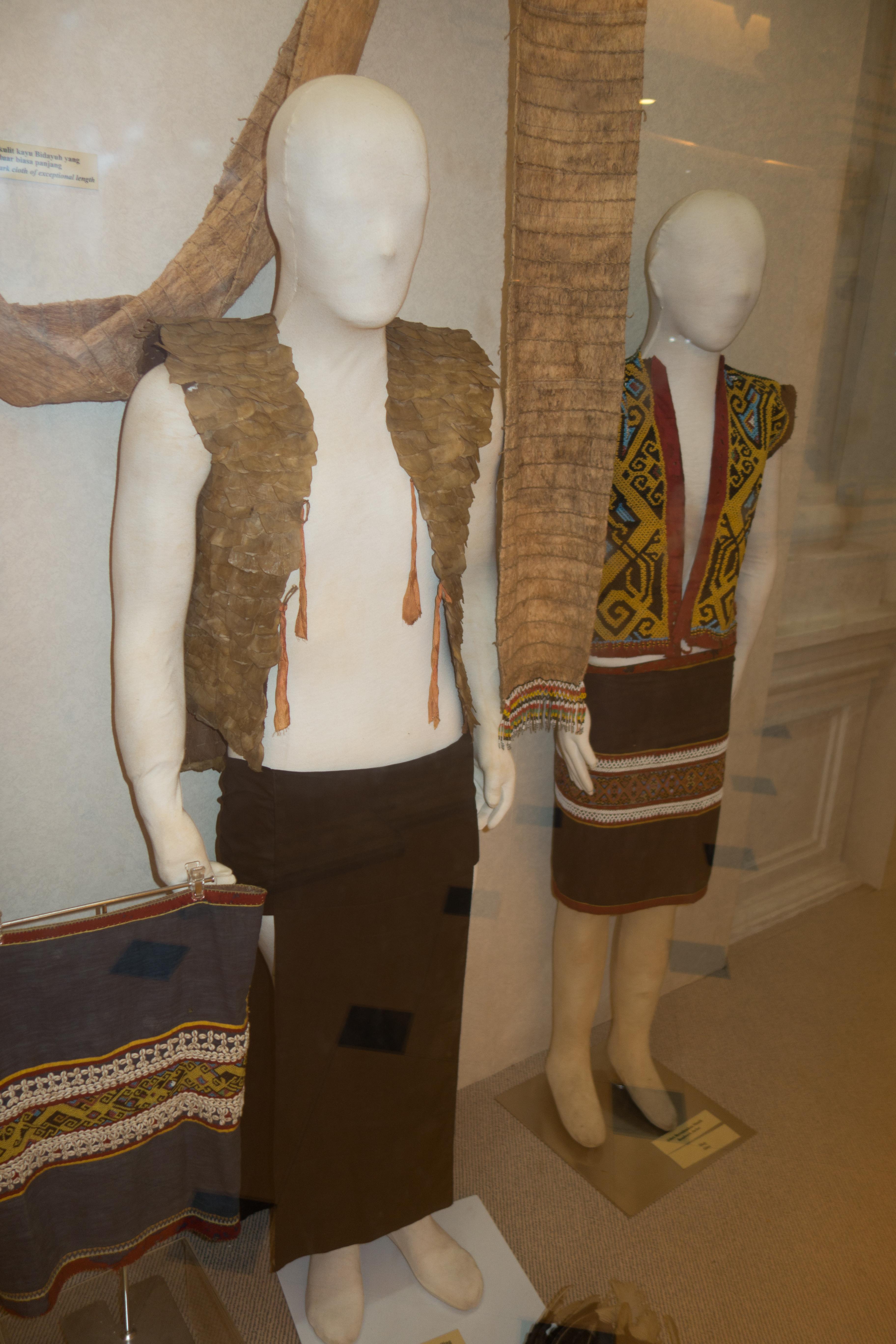 File Traditional Sarawak Costumes 29860126801 Jpg Wikimedia Commons
