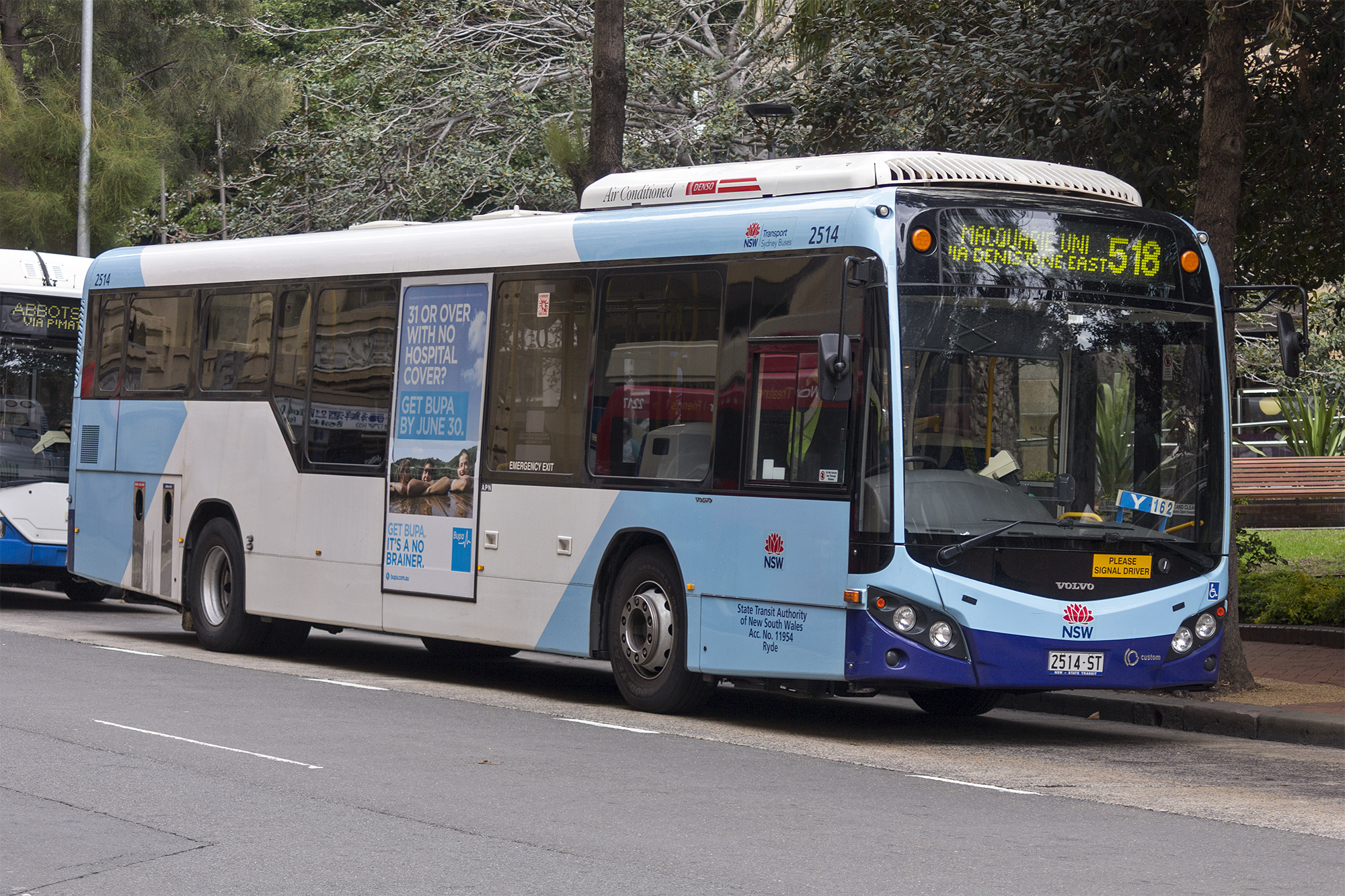 File:Transport NSW liveried (2514 ST), operated by Sydney Buses, Custom