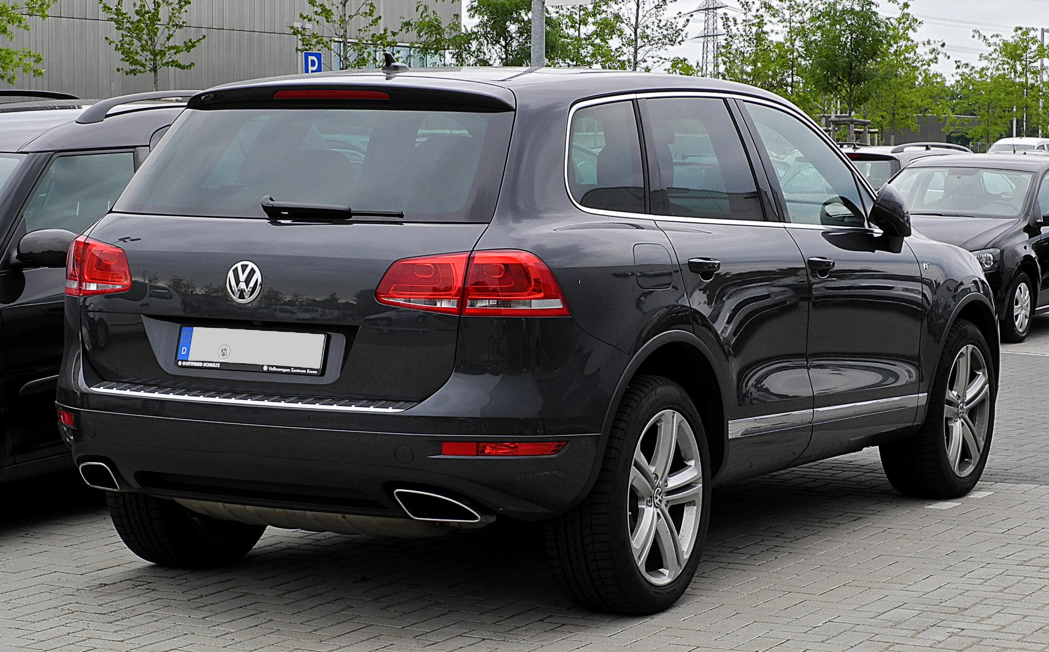 File:VW Touareg R-Line (II) – Heckansicht, 3. Juli 2011 ...