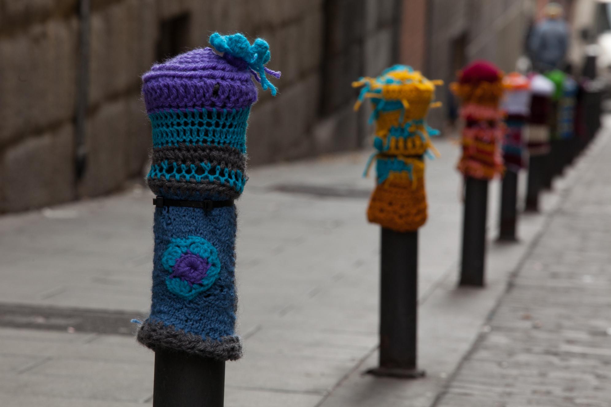 File:Yarn Bombing Bolardos by Teje La Arana 2.jpg ...