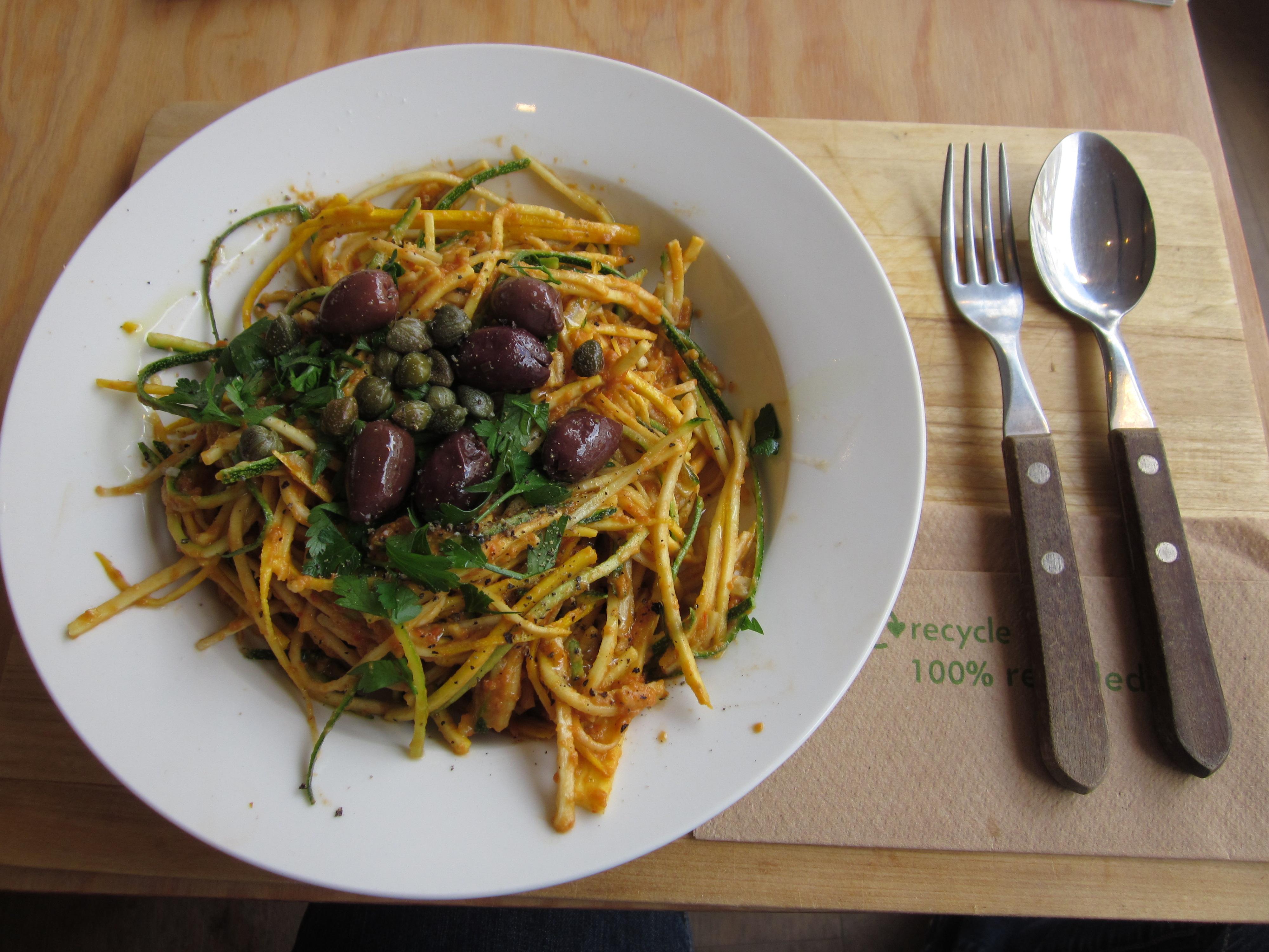 File:Zucchini-spaghetti-raw-food-antwerp.JPG
