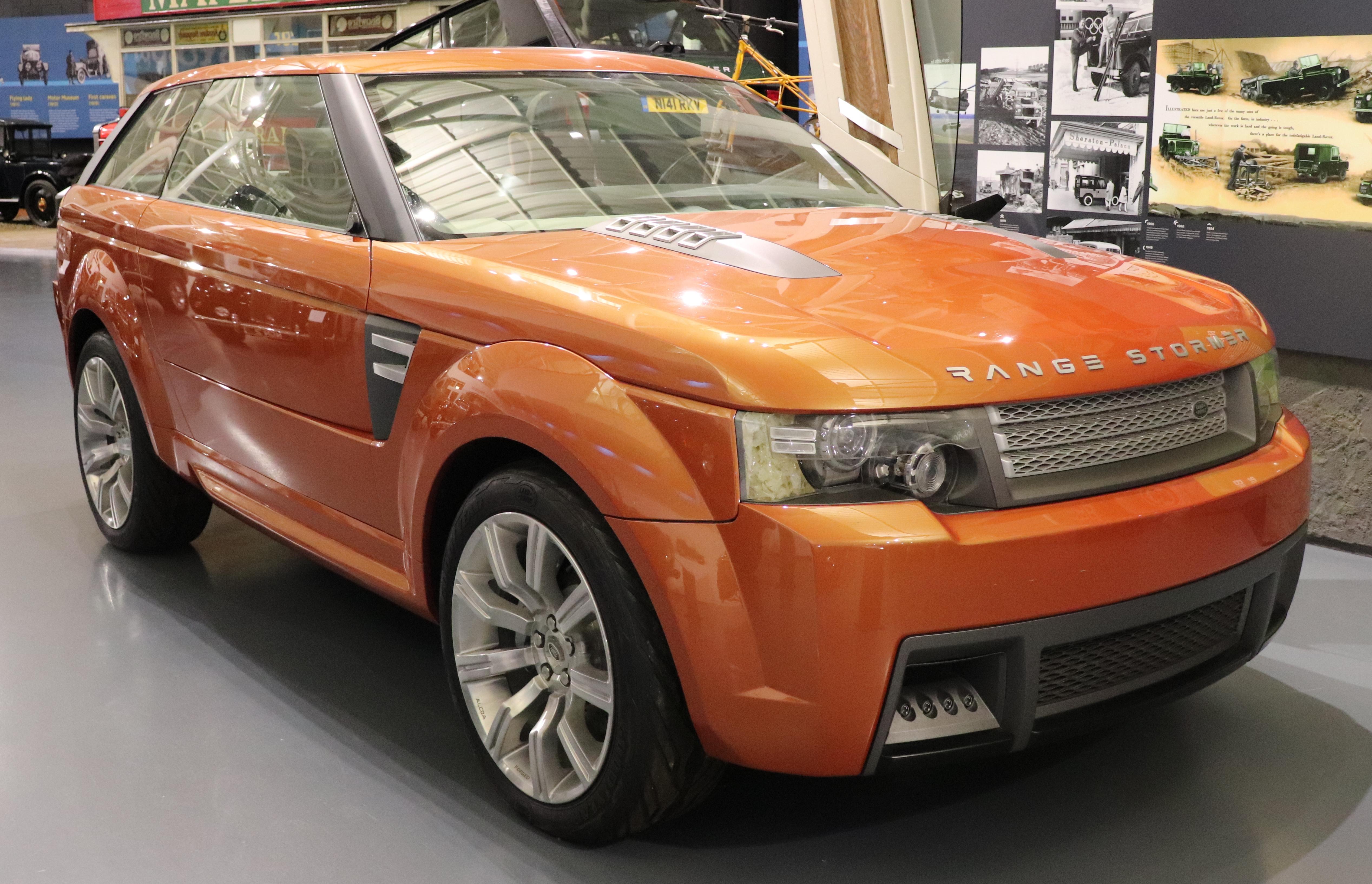 https://upload.wikimedia.org/wikipedia/commons/7/7d/2004_Land_Rover_Range_Stormer_Concept_4.2_Front.jpg