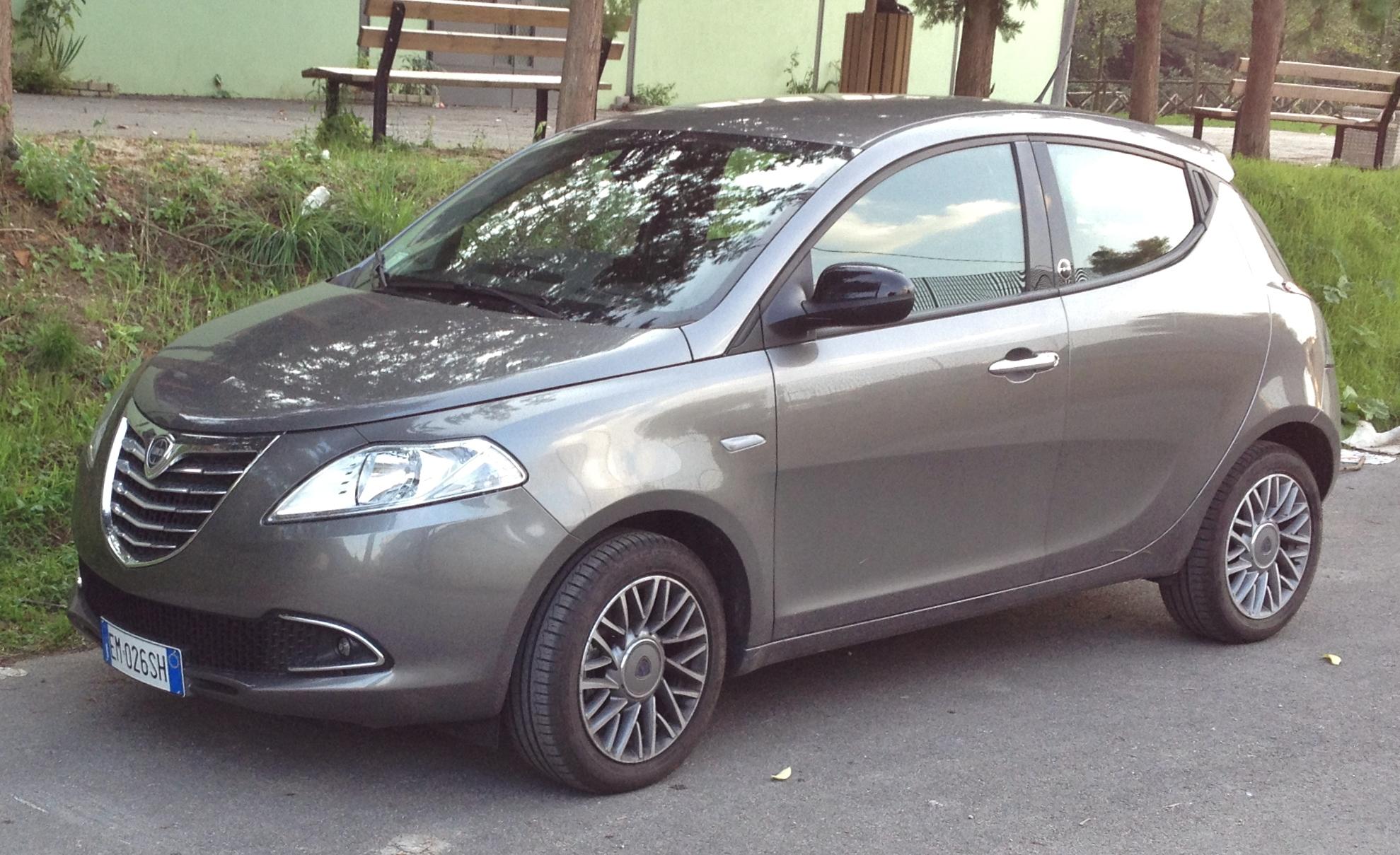 https://upload.wikimedia.org/wikipedia/commons/7/7d/2012_Lancia_Ypsilon_1.2_EcoChic.JPG