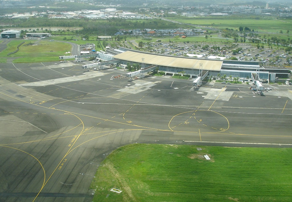 Martinique aim c saire international airport wikipedia - Le port de fort de france ...