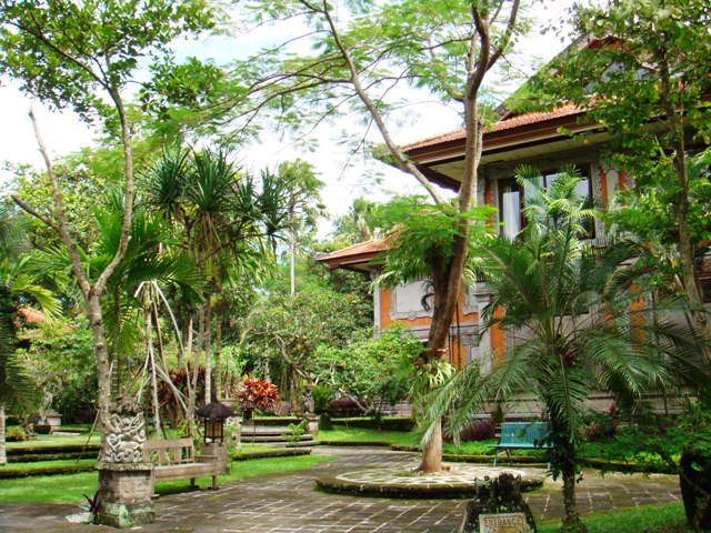 File:Agung Rai Museum of Art, Ubud, Bali.JPG