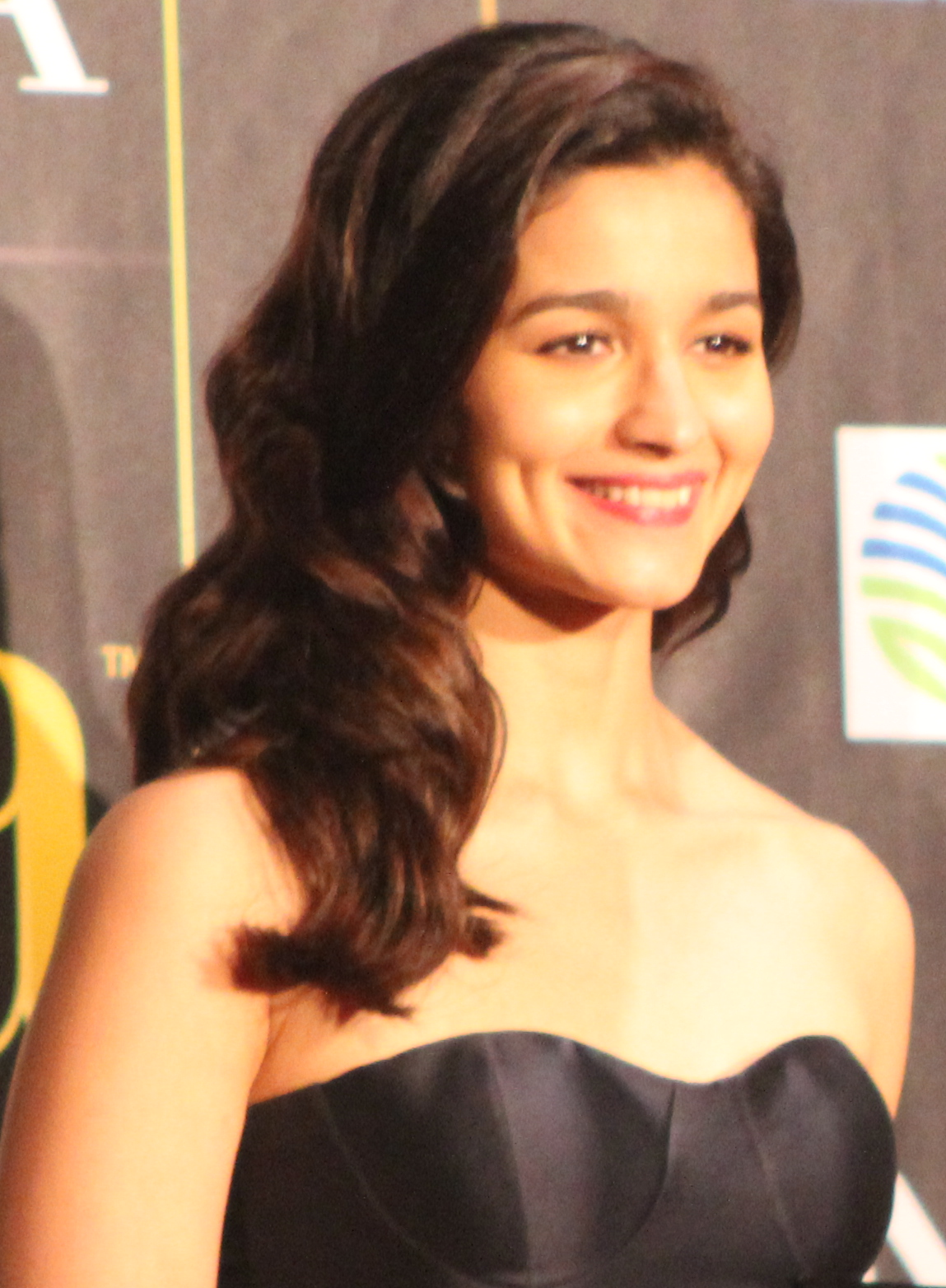 File:Alia Bhatt at the IIFA Awards 2017 (3) (cropped) jpg
