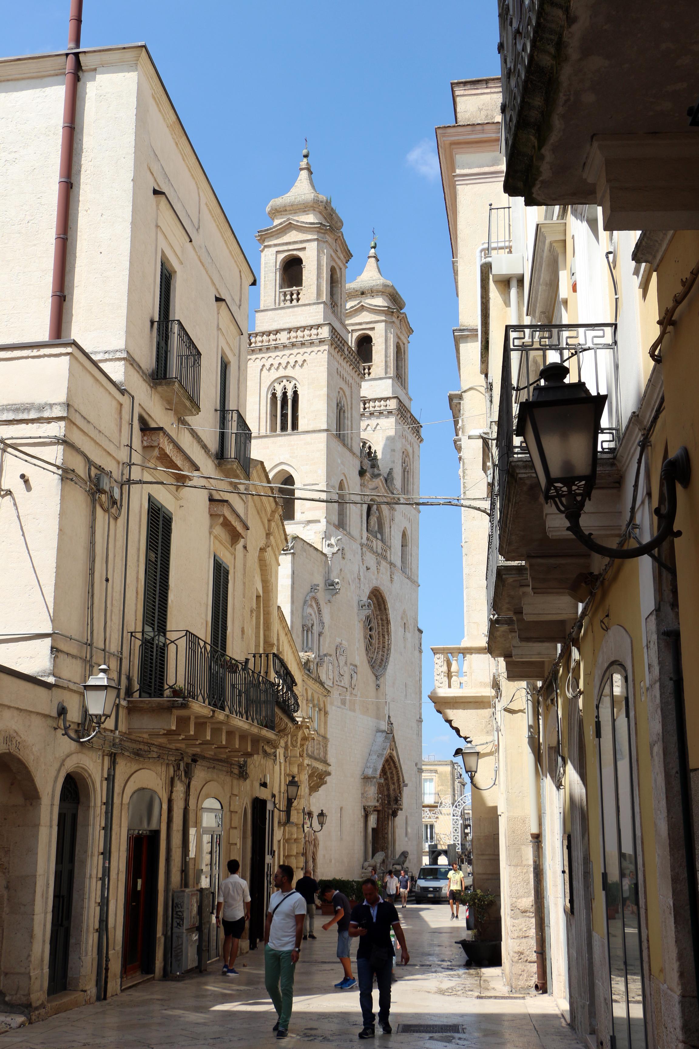 File altamura basilica cattedrale palatina di s m for Monolocale arredato acquaviva delle fonti