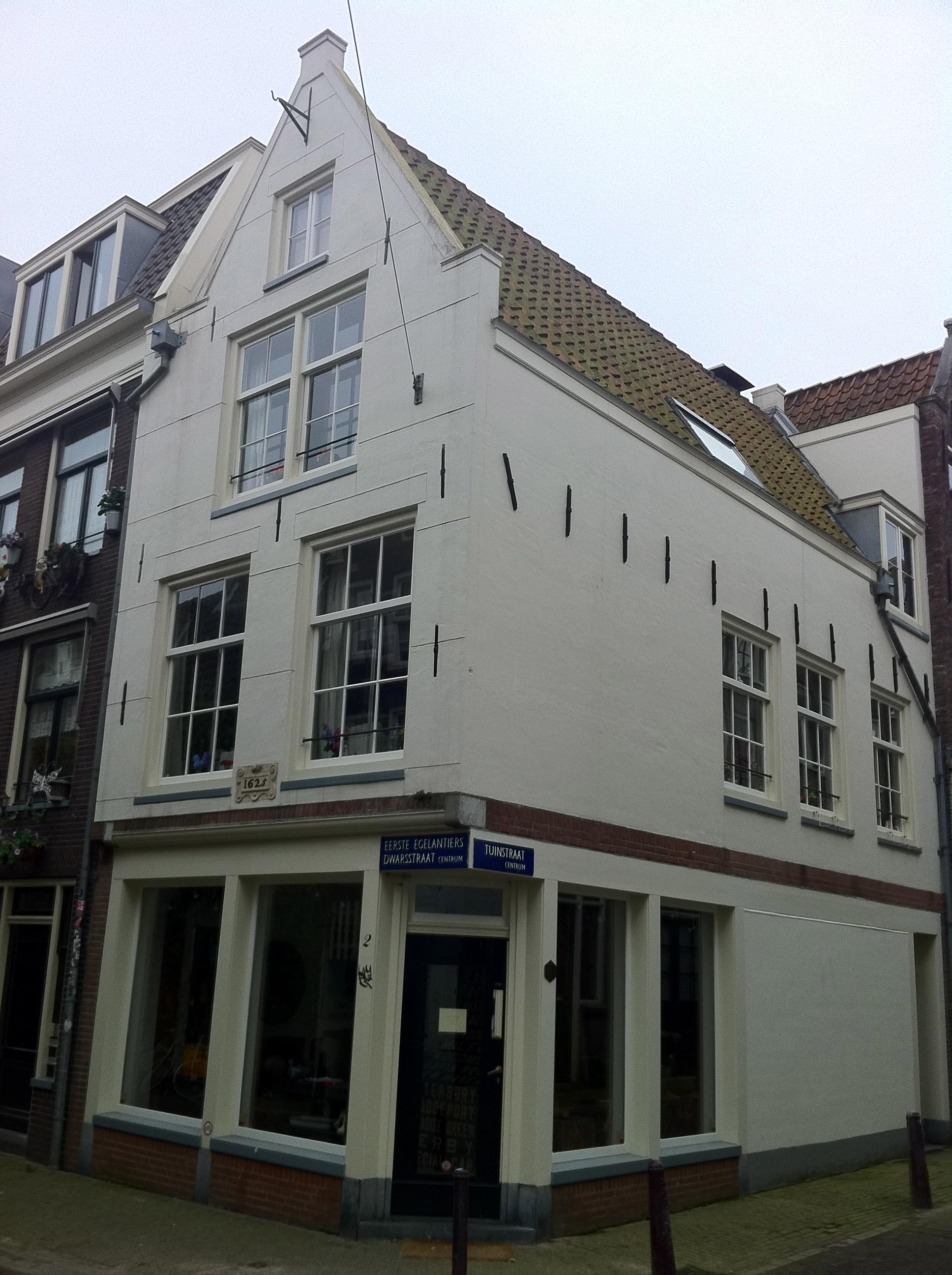 Pand bestaande uit twee samengetrokken huizen met latere gevels op karakteristieke pui en met - Gevels van hedendaagse huizen ...