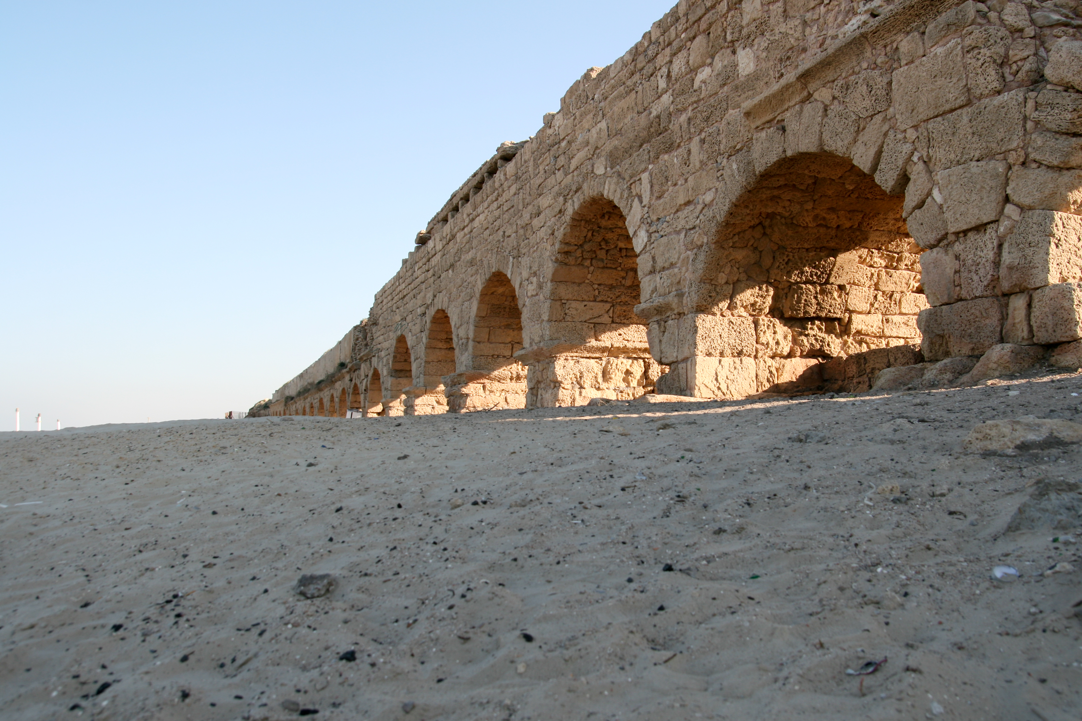 Roman aqueduct in Caesarea Maritima (source: Wikimedia Commons)