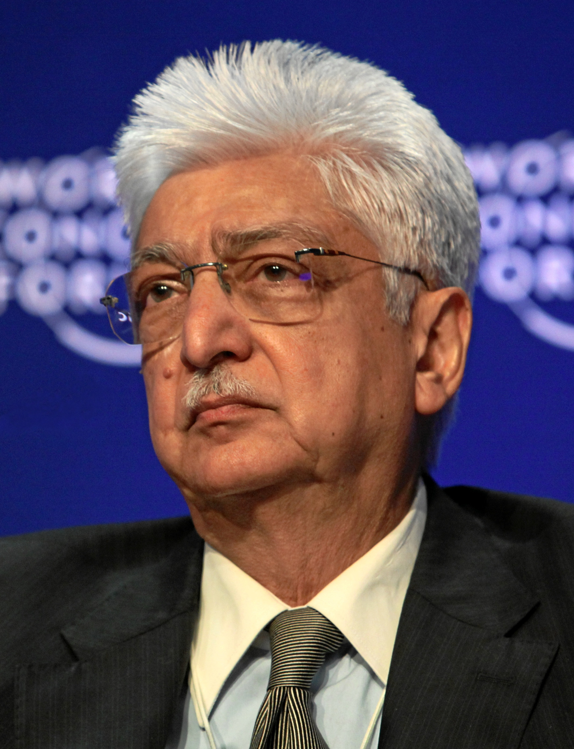 The 72-year old son of father Mohamed Hashem Premji and mother(?), 172 cm tall Azim Premji in 2018 photo