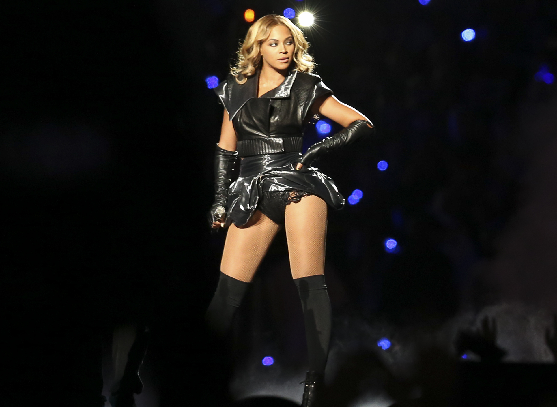 File:Beyoncé at Super Bowl XLVII halftime show (5).jpg - Wikimedia Commons