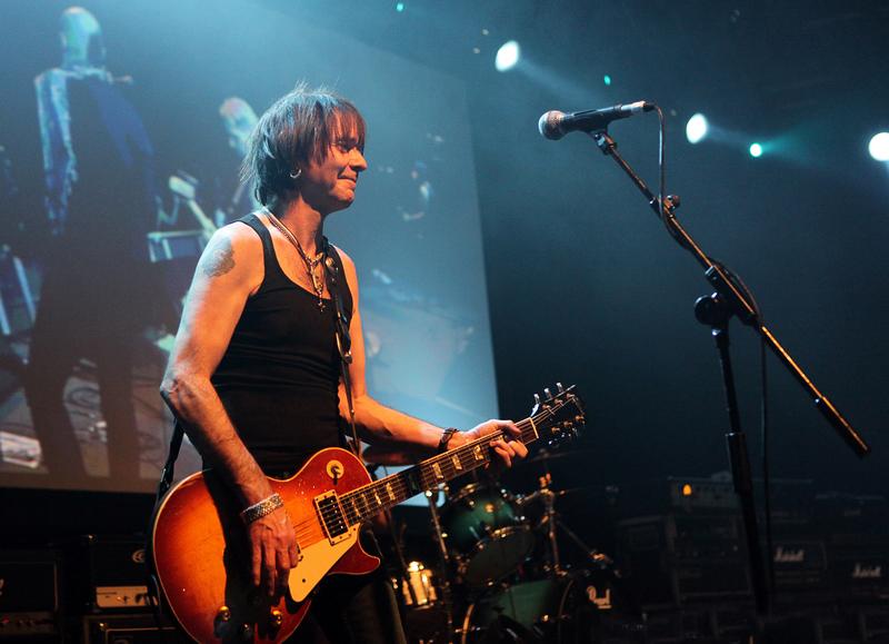 Brian Robertson (guitarist) - Wikipedia