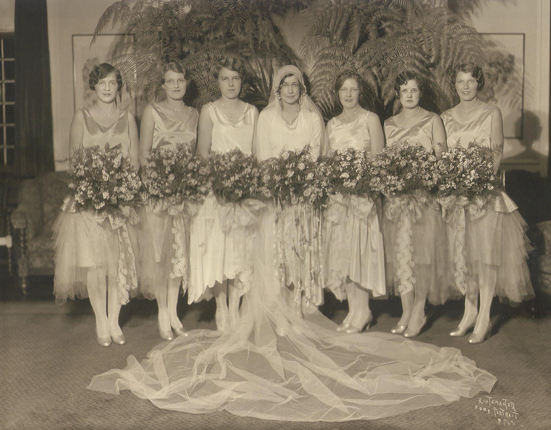 Filebridesmaids1929g wikimedia commons filebridesmaids1929g ombrellifo Images