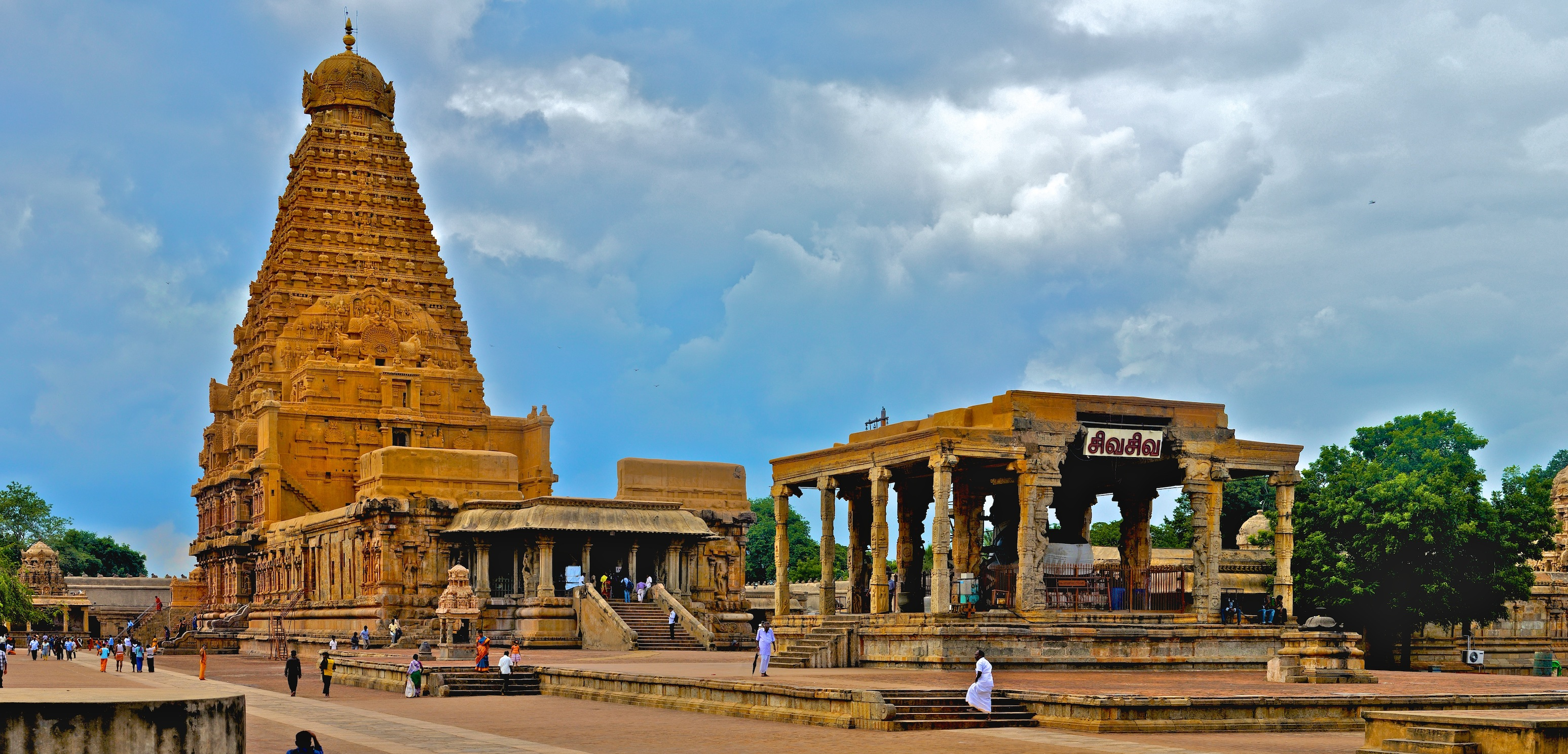 brihadeeswarar temple What is brihadishwara temple brihadeeswarar temple construction: it is believed that sri raja raja i of chola dynasty wished to build such a temple during his.