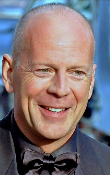 ... Willis and mother Marlene K., 182 cm tall Bruce Willis in 2017 photo Bruce Willis