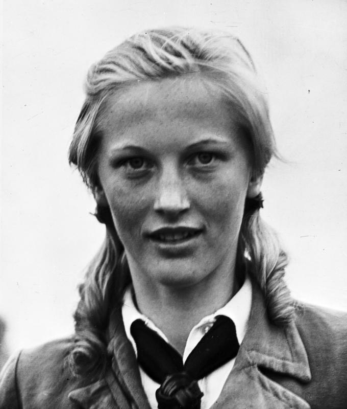 Das Mädchen mit den blonden Zöpfen (German Edition)