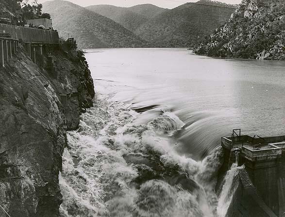 File:Burrinjuck Dam flood.jpg - Wikimedia Commons