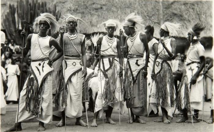File:COLLECTIE TROPENMUSEUM Dansers in Rwanda TMnr 60033969.jpg