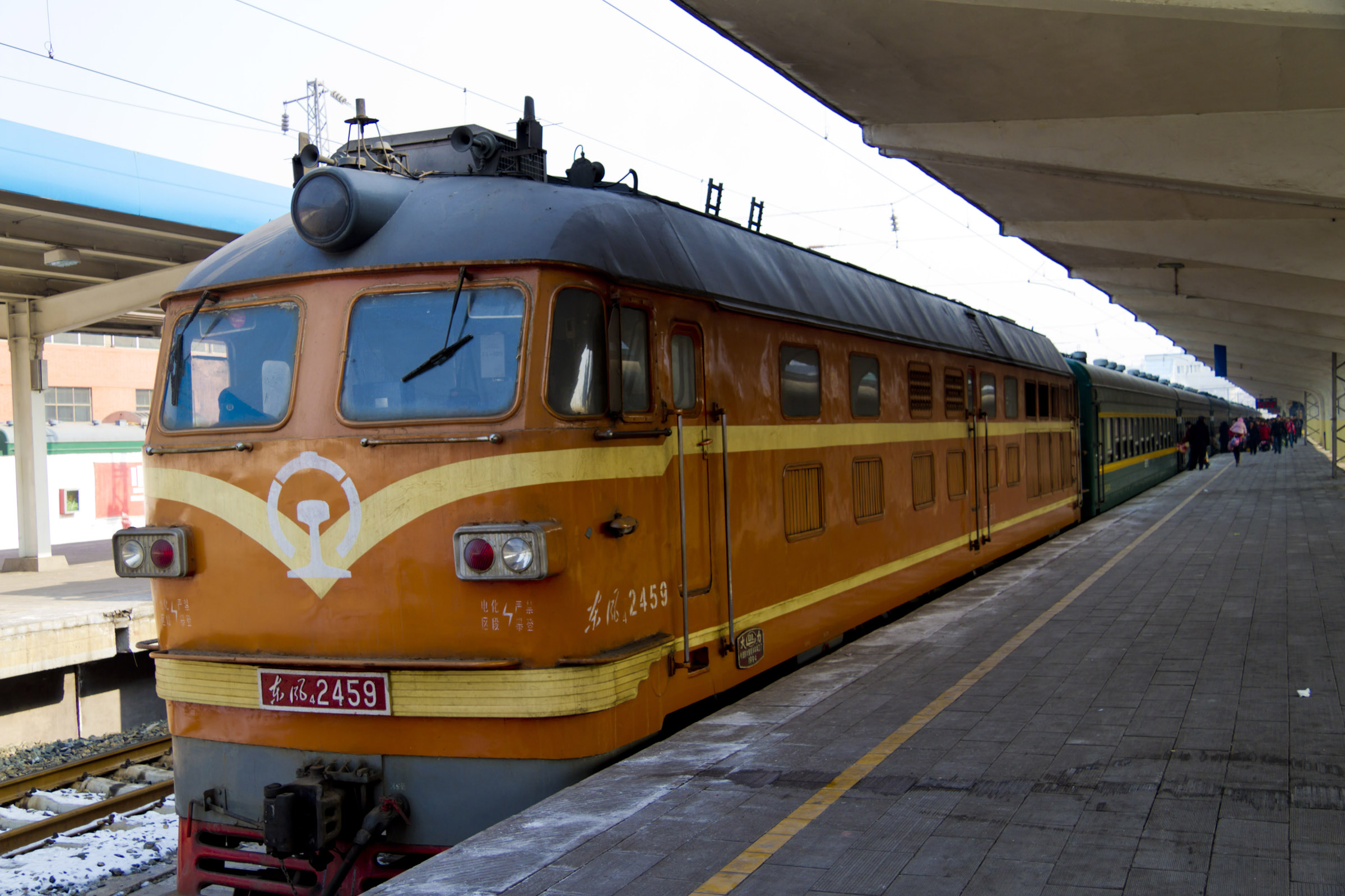 File:China Railways DF4B 2459.jpg