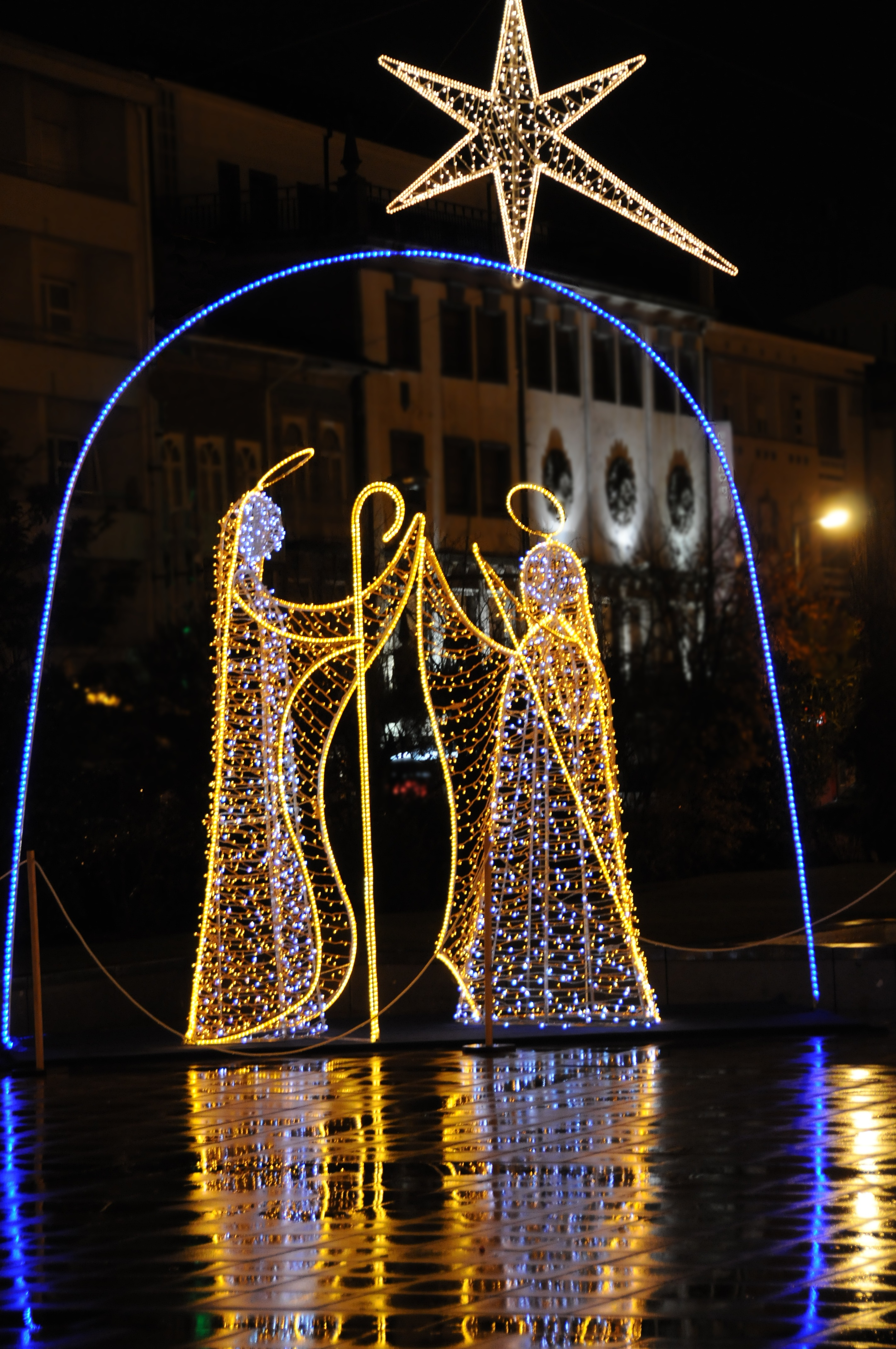 File:Christmas decorations in Braga.JPG - Wikimedia Commons