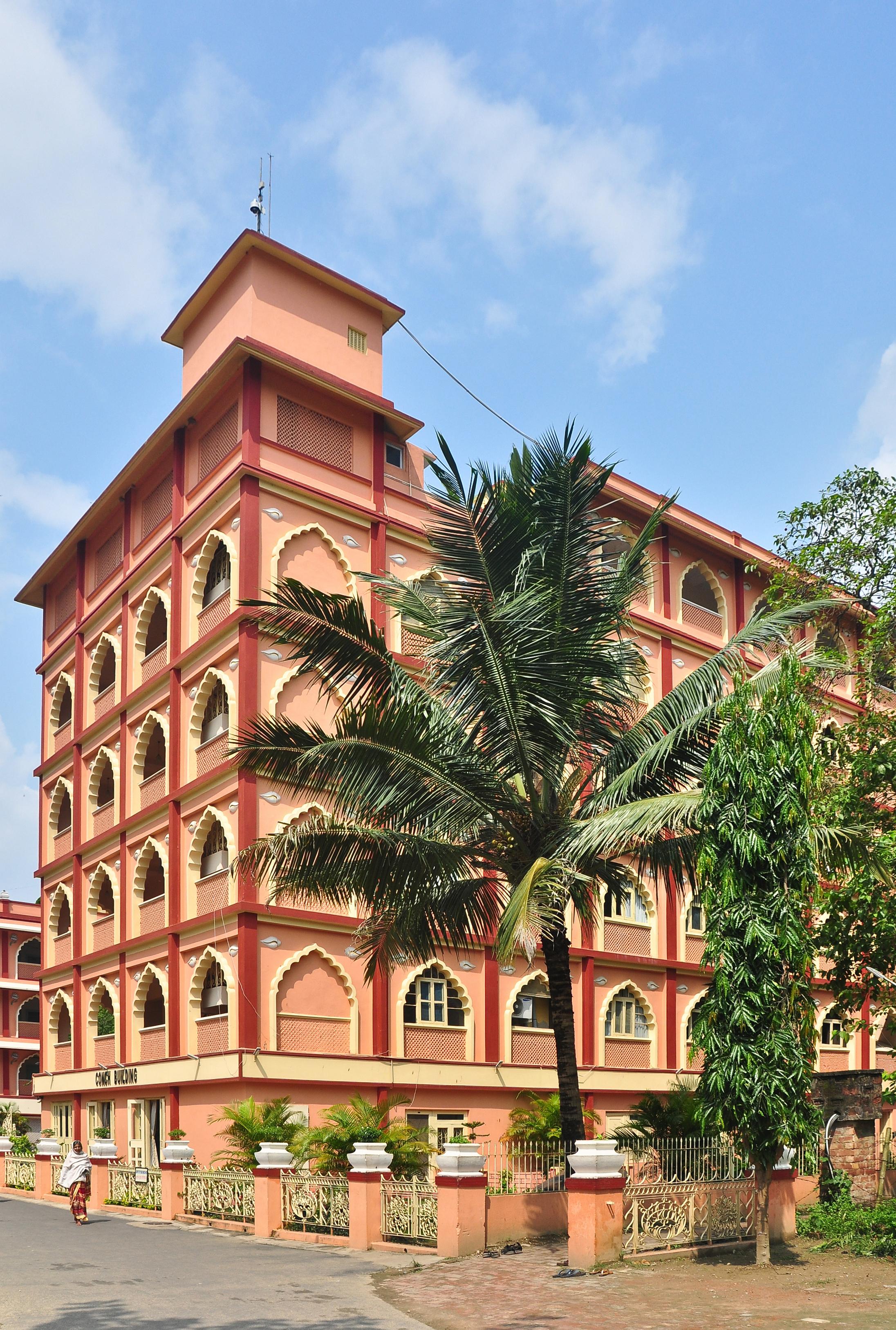 চিত্র:Conch Building, ISKCON, Mayapur 07102013 01 jpg