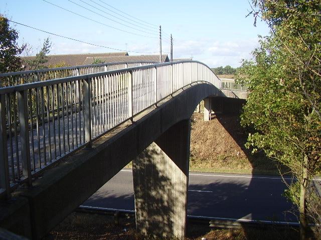Concrete pedestrian bridge - geograph.org.uk - 1525468.jpg