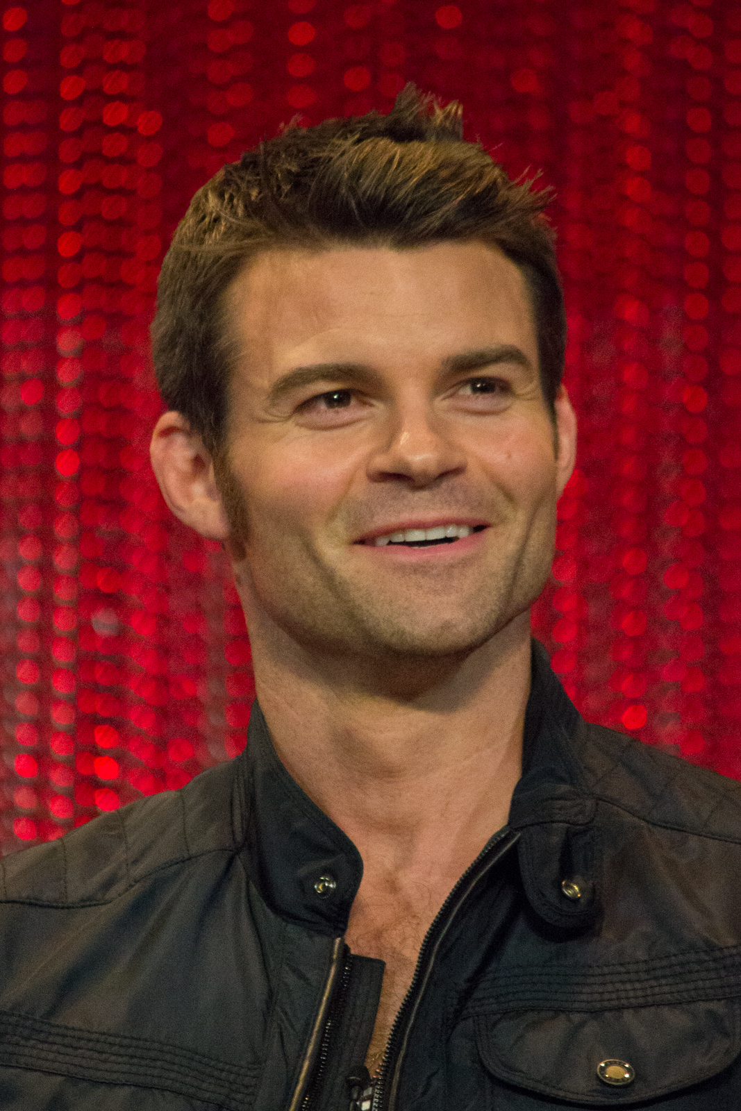 The 42-year old son of father (?) and mother(?) Daniel Gillies in 2018 photo. Daniel Gillies earned a  million dollar salary - leaving the net worth at 3 million in 2018