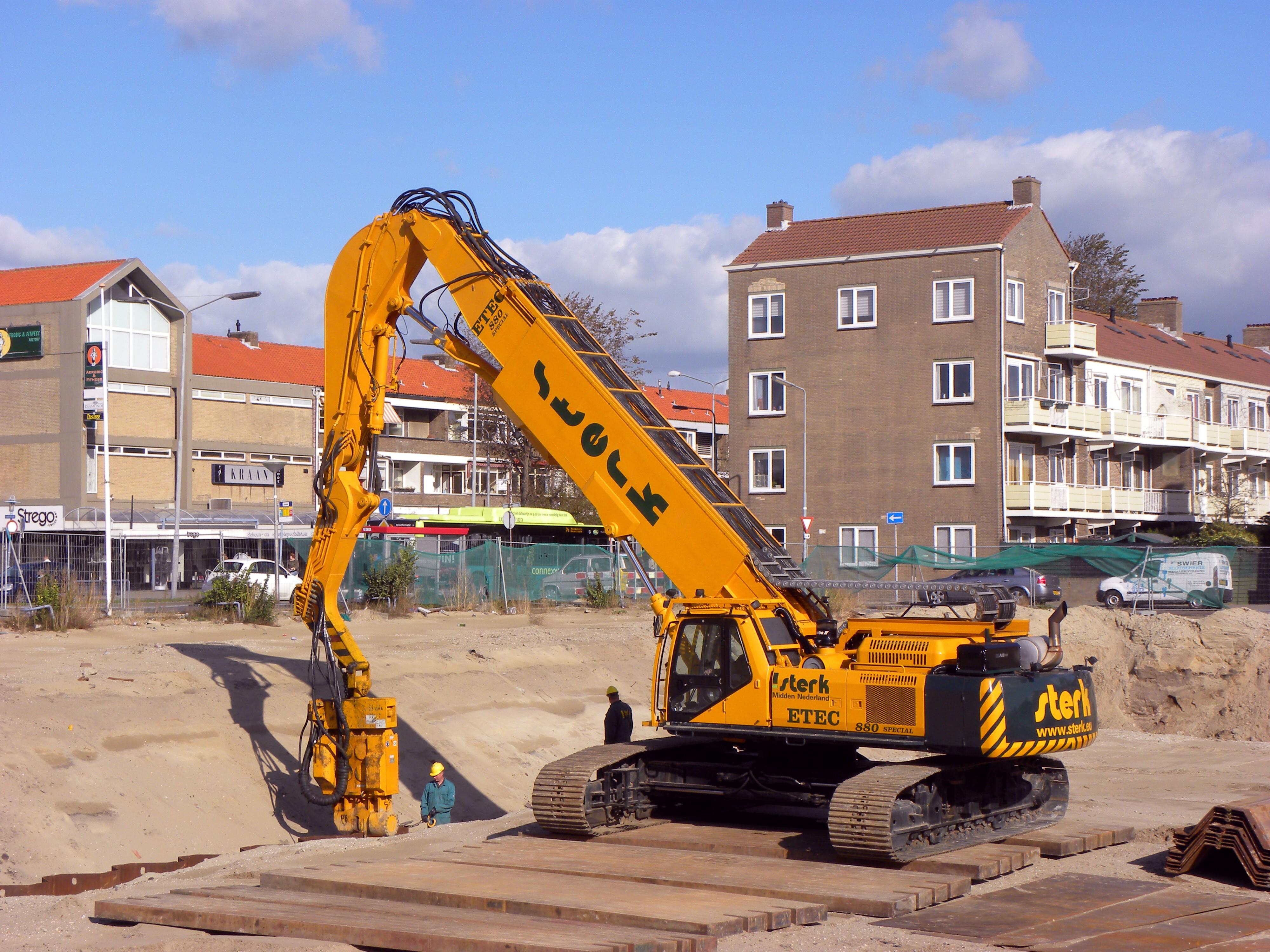 ETEC escavatori olandesi Etec_880_special_removing_Sheet_pile_walls_(1)
