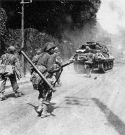 Soldiers of the 5th Infantry Division  advance toward Fontainebleau