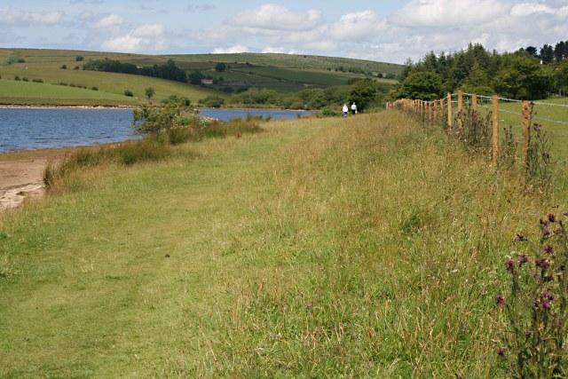 Footpath alongside Siblyback Lake - geograph.org.uk - 1393243