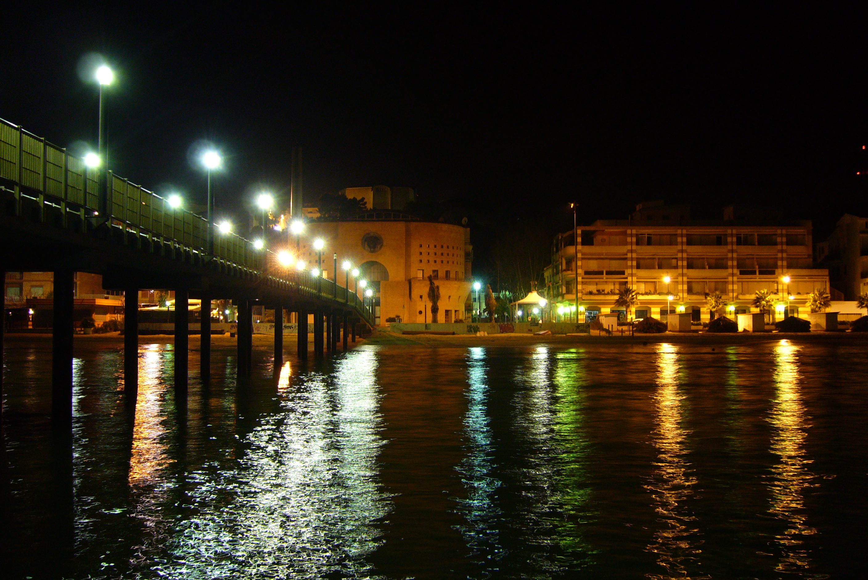 File francavilla al mare pontile in notturna con riflessi for Mobilia arredamenti francavilla al mare