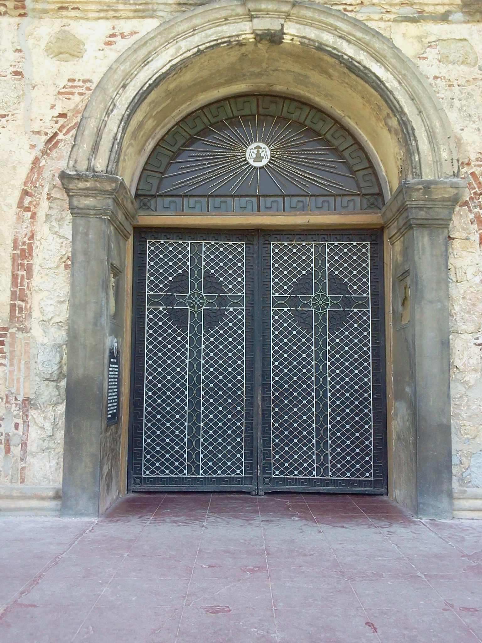 File front doors of paoay wikimedia commons for Exterior glass doors for churches