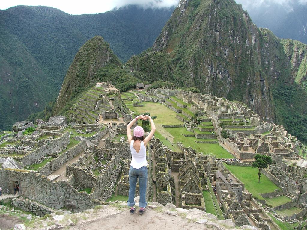 В  2003 году Мачу-Пикчу посетили 400 000 туристов