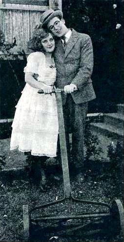 File:Grandma's Boy (1922) - 5.jpg