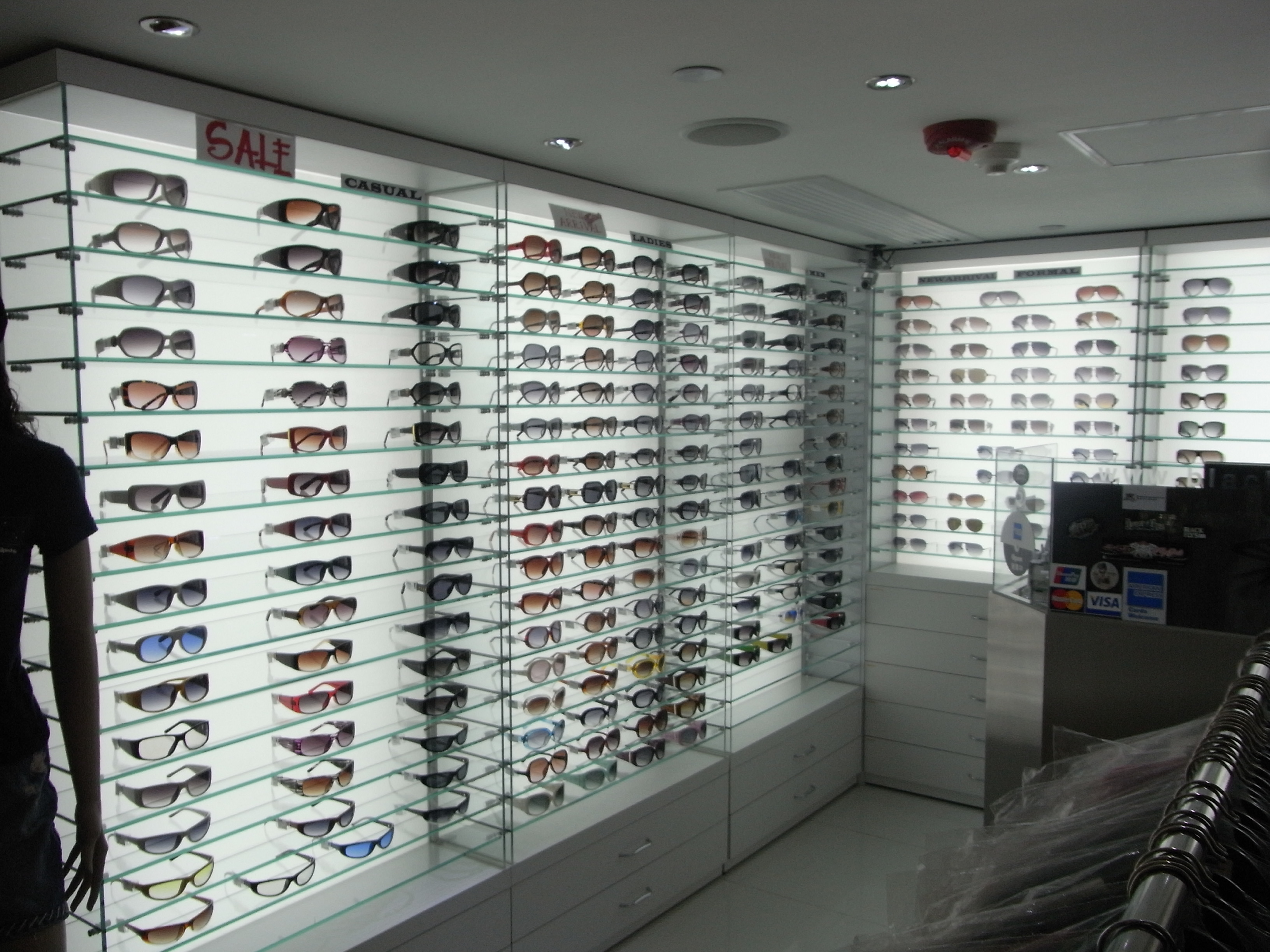 File:HK TST Chung King 活方商場 Woodhouse Optician Shop Interior Display On Sale