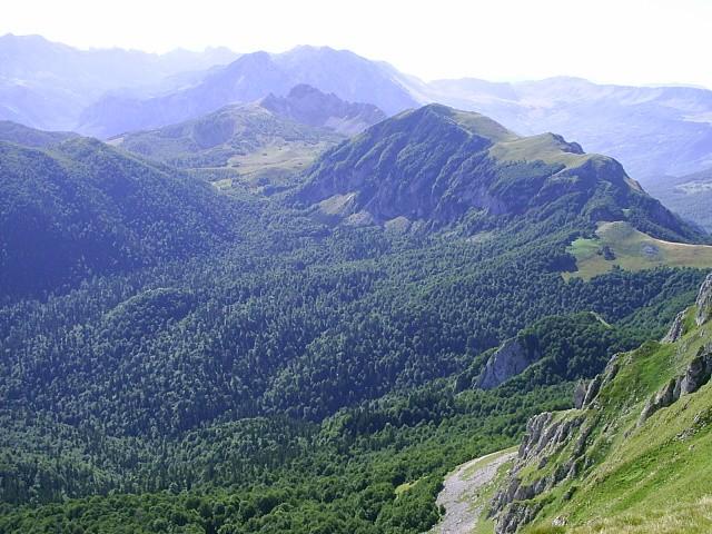 Datoteka:Hlavni hreben Zelengory, vedouci z Bregoce k Baram a Prosjec.jpg