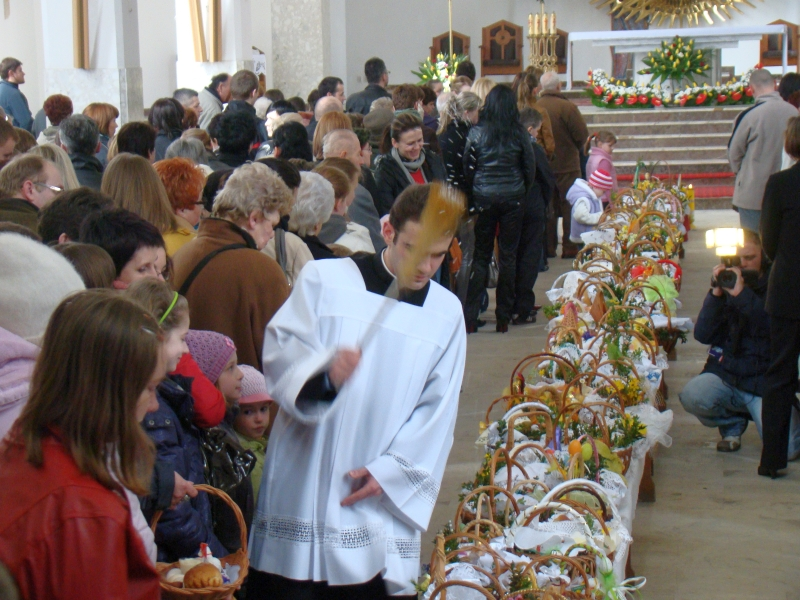 Holy Saturday; the blessing of the Easter baskets, Sanok 2010 aa