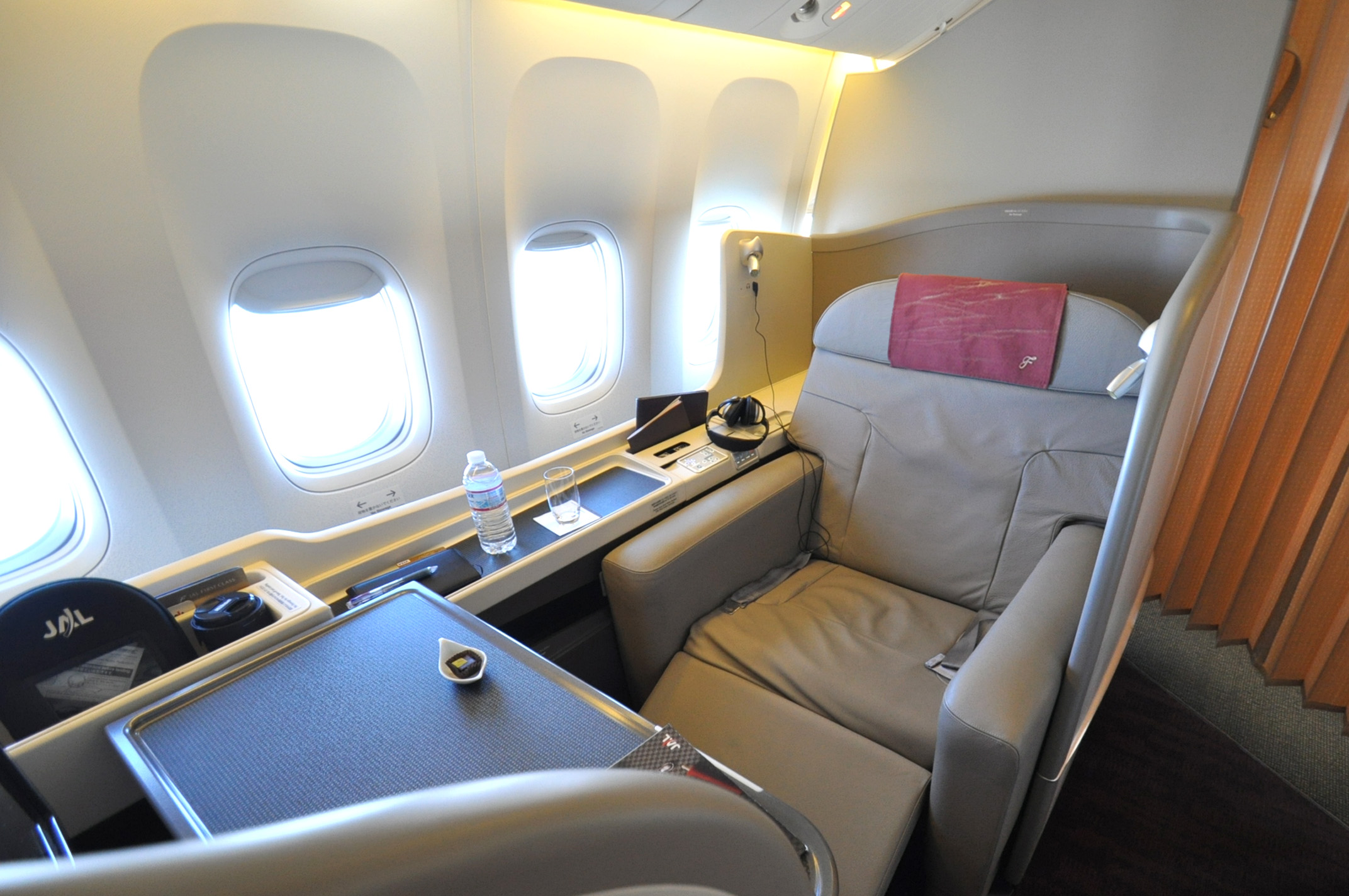Commons wikimedia org for First class suite airline