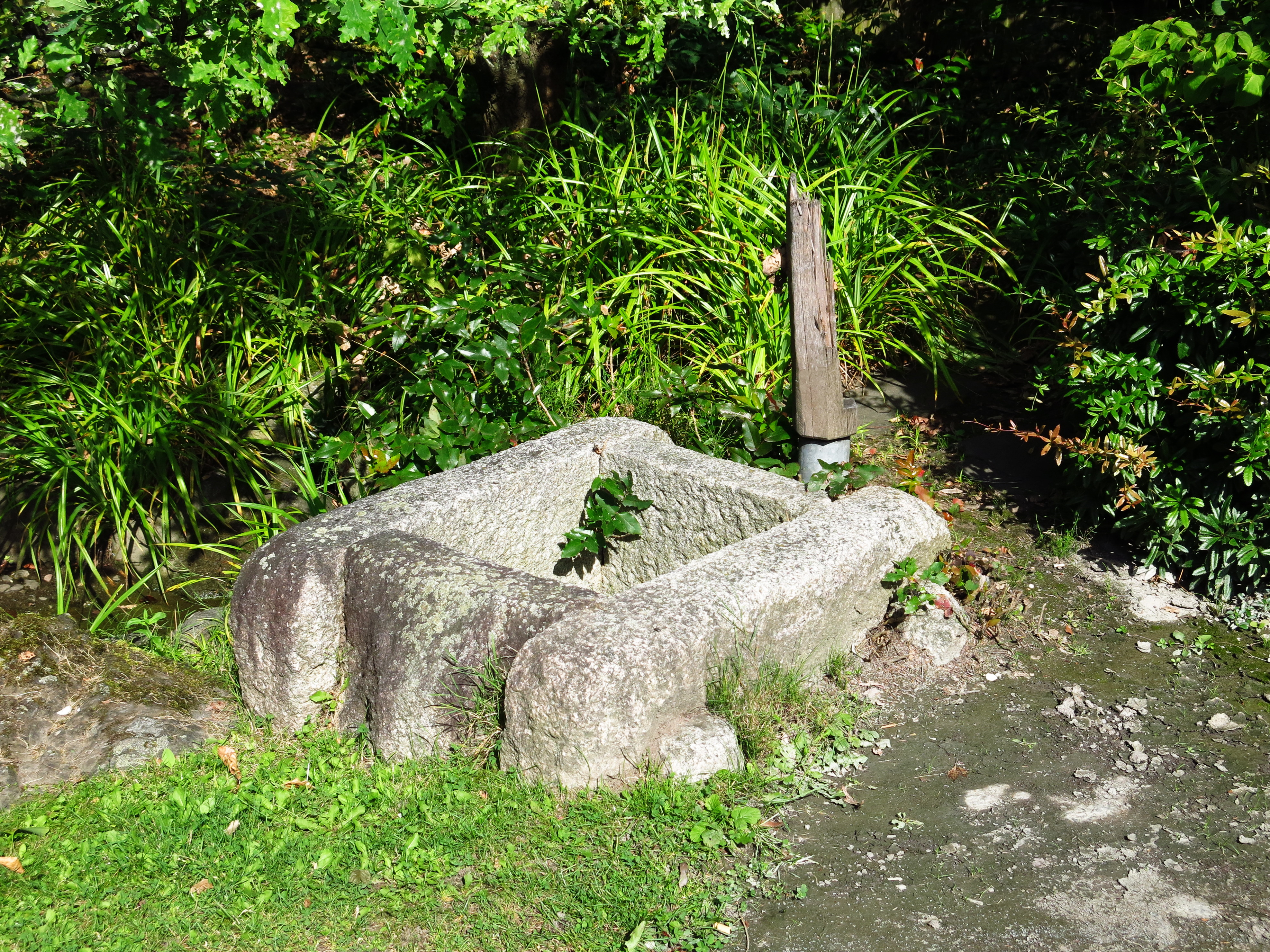 File japanischer garten brunnen wikimedia commons - Kleiner gartenbrunnen ...